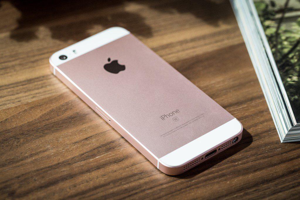Chưa có thông tin về bản nâng cấp của iPhone SE. Ảnh: MacWorld.