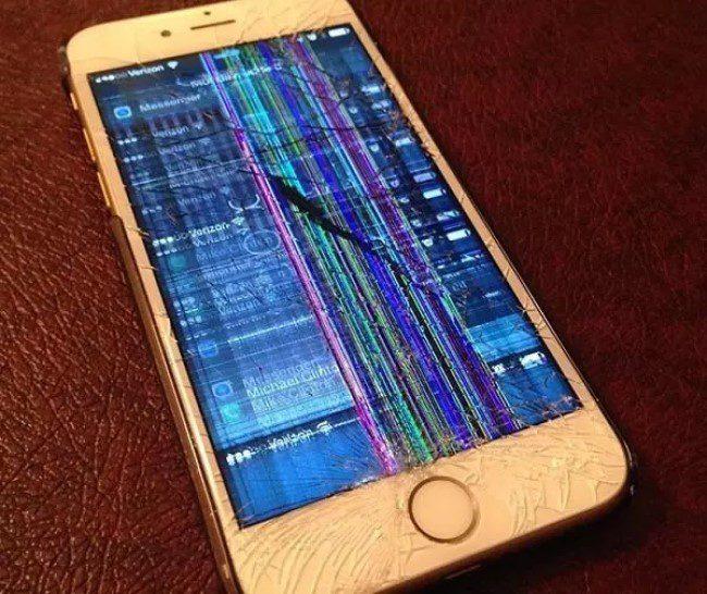 Màn hình bị rơi vỡ cũng là một trong những nguyên nhân chính làm cho màn hình bị nhiễu.