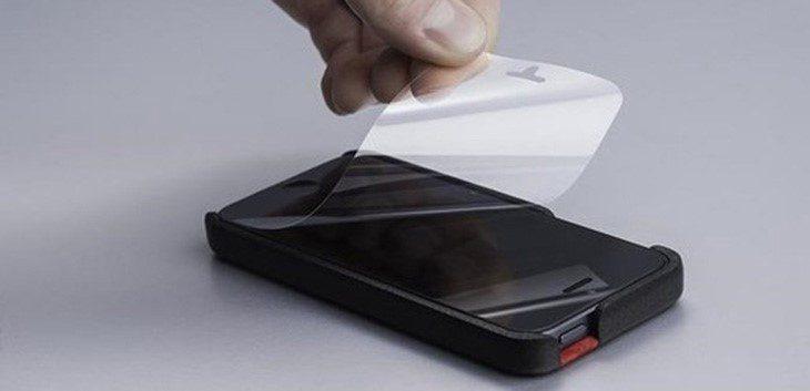 Lớp bảo vệ màn hình có thể bị dày hoặc kém chất lượng cũng là nguyên nhân làm liệt cảm ứng màn hình.